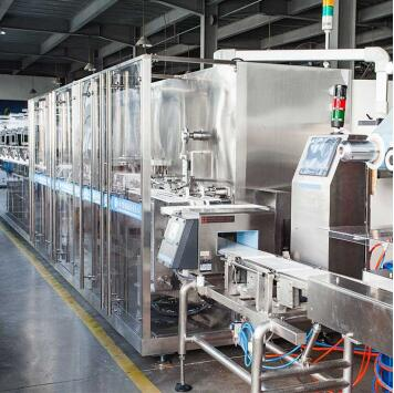How big a factory is required to install a wet wipes machine?
